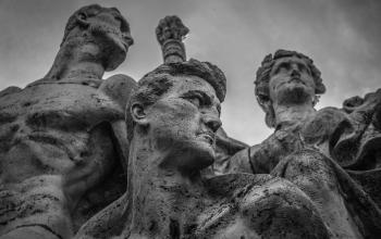 statue-1799680 mono